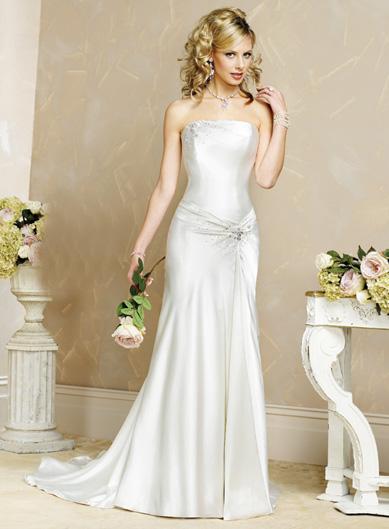 بالصور فساتين زفاف رومانسية تتميز بالهدوء والفخامة للعروس 20160527 387