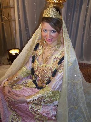 بالصور بلوزة وهرانية 2019 لباس العرائس في الجزائر 2019 20160530 185