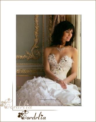 بالصور فساتين زفاف تعرضها الممثلة التركية توبا 20160530 84