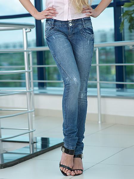 صورة جينزات تجنن جينزات ولا في الاحلام شي يجنن
