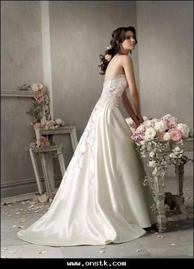 صورة فساتين زفاف للمحجبات اوف وايت