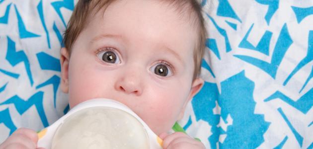 صوره تغذية الطفل في الشهر الرابع