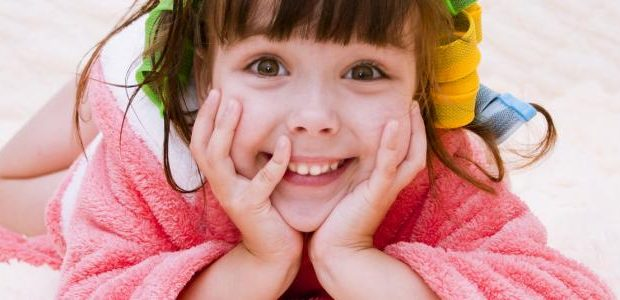 بالصور خلطات لتكثيف شعر الاطفال تكثيف شعر الأطفال 620x300