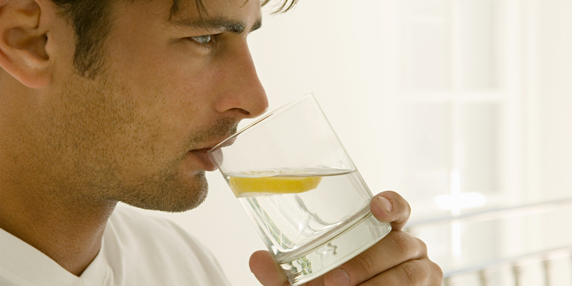 صوره شرب الماء مع الليمون