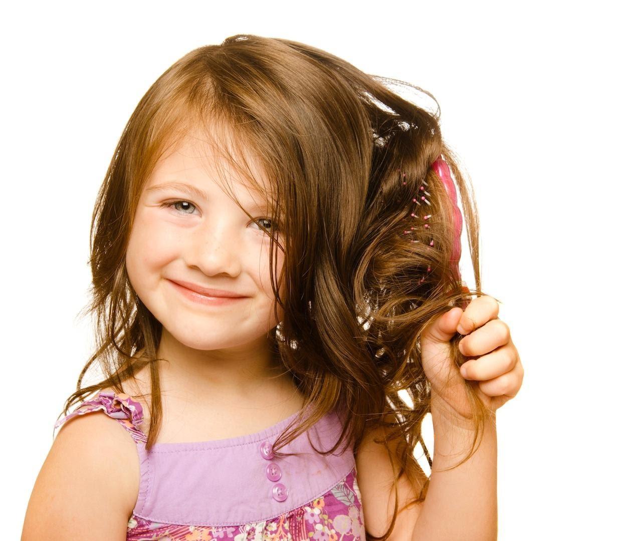 صوره طريقة لتنعيم شعر الاطفال