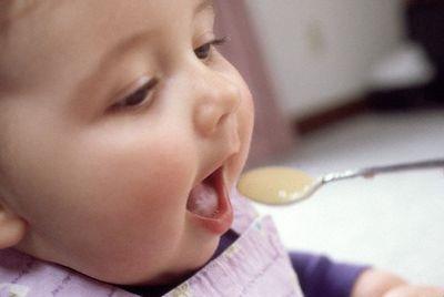 صوره طعام الطفل في الشهر الثالث