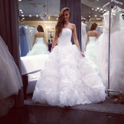 صوره حلمت اني عروسه ولابسه فستان ابيض