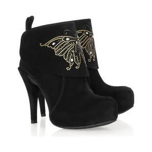 صورة تفسير حلم شراء حذاء جديد للمتزوجة لابن سيرين