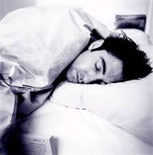 صوره النوم على السرير في المنام لابن سيرين