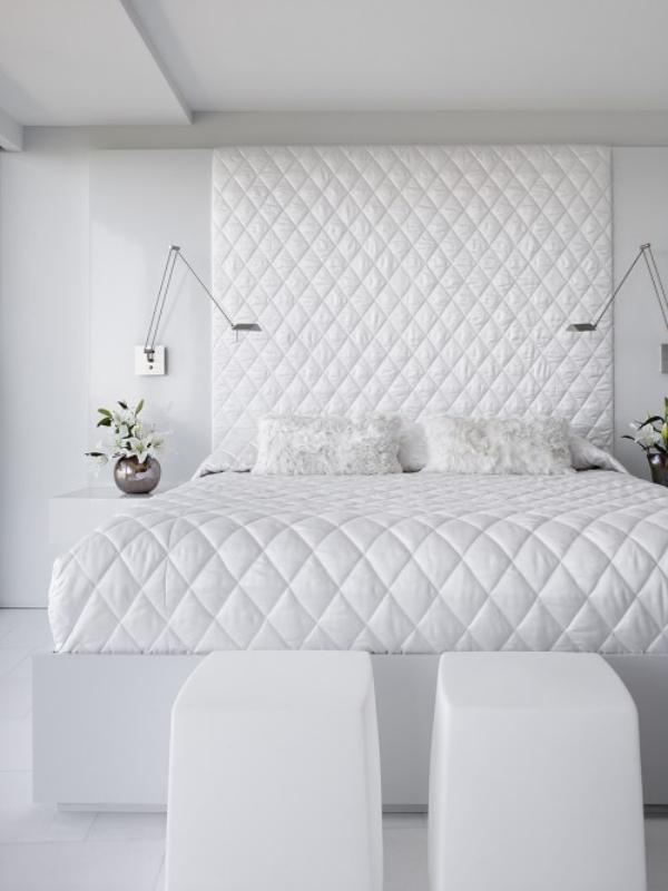 صورة غرف نوم بيضاء مودرن فخمة بتصميمات جديدة عصرية , جددى في شكل اوضة النوم بشكل ملفت ورقيق