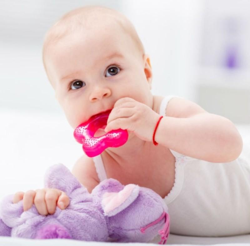 صوره اعراض تسنين الاطفال وعلاجها