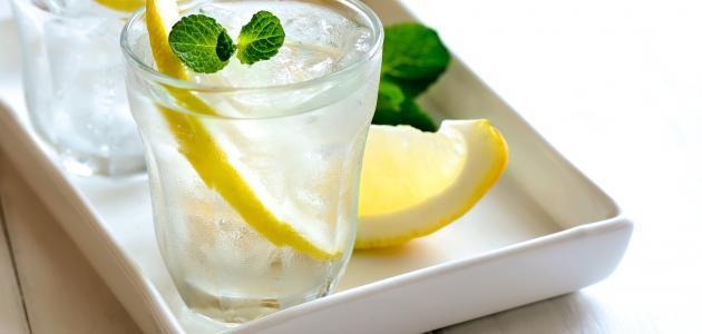 فوائد شربِ ألماءَ و ألليمون