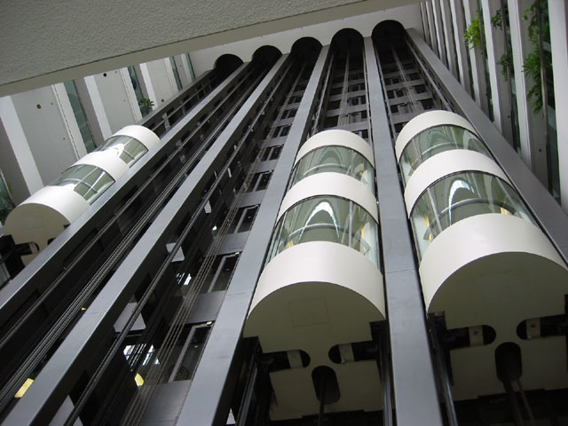 https://upload.wikimedia.org/wikipedia/commons/5/54/240_Sparks_Elevators.jpg