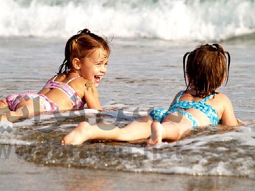 صوره صوراطفال على البحر