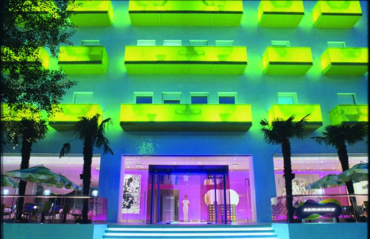صوره فنادق غريبة من نوعها الفنادق الملونة حول العالم