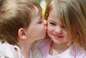 صوره صور اروع القبلات للاطفال