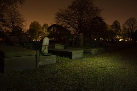 صور رؤية القبور في المنام