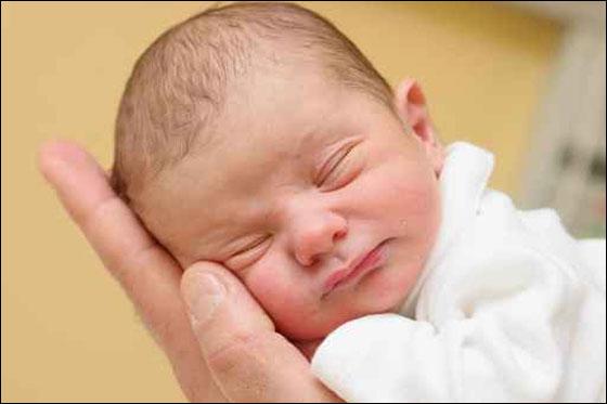 صوره العنايه بالطفل المولود حديثا