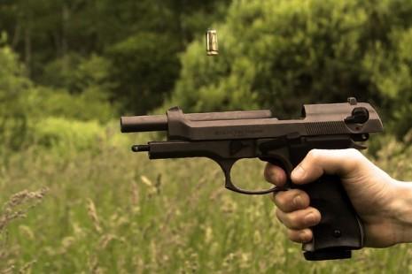 صوره تفسير حلم ضرب بالمسدس
