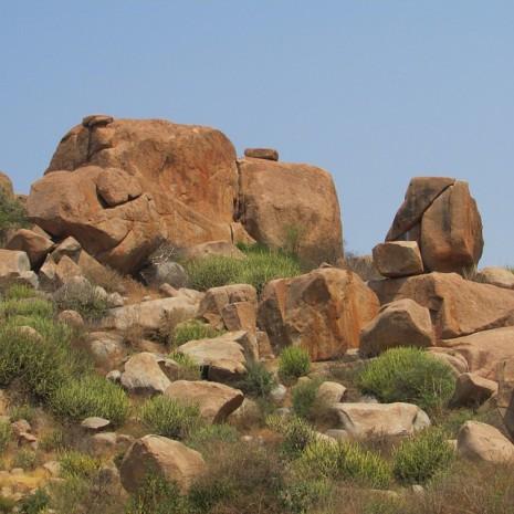 صوره تفسير حلم الحجر والصخرة