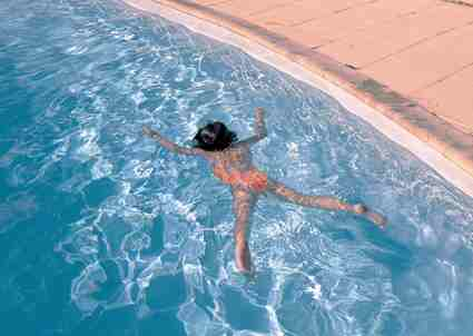 صوره الولد الذي غرق في المسبح