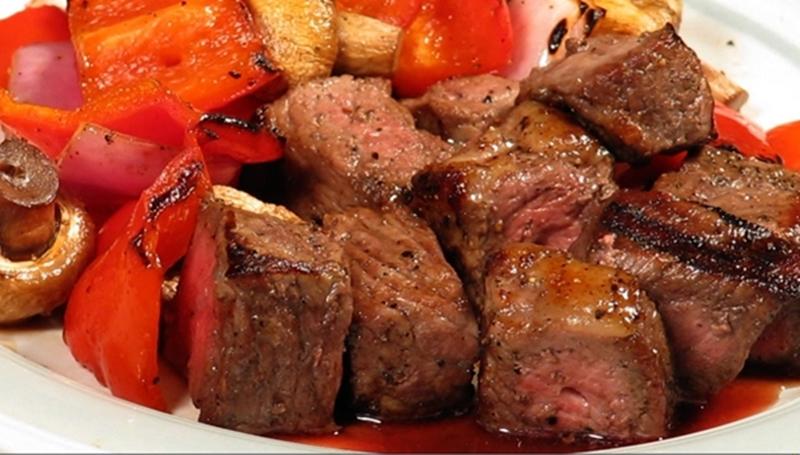 مكعبات اللحم المتبل بالخضراوات