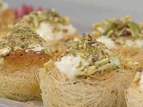 صوره عمل الكنافة بالقشطة منال العالم