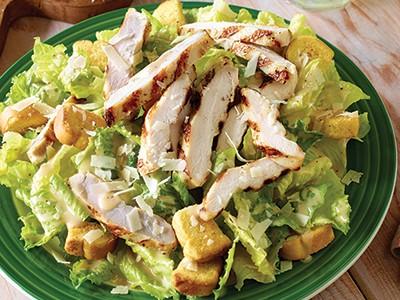 بالصور طريقة سلطة فيستا الدجاج Grilled Chicken Caes 635880160974892854