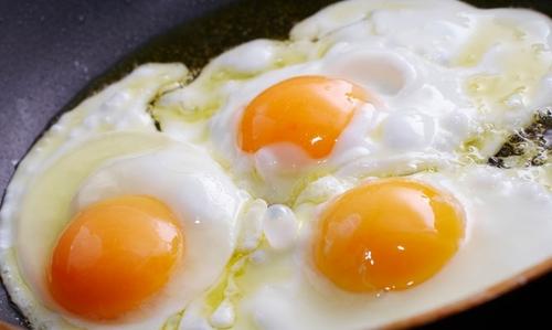 صورة البيض المقلي في الحلم
