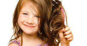 صوره زيت لتنعيم شعر الاطفال