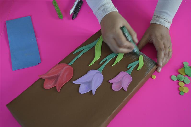 بالصور اعمال فنية بالفوم الملون طريقة صنع لوحة من الورق والفوم 121