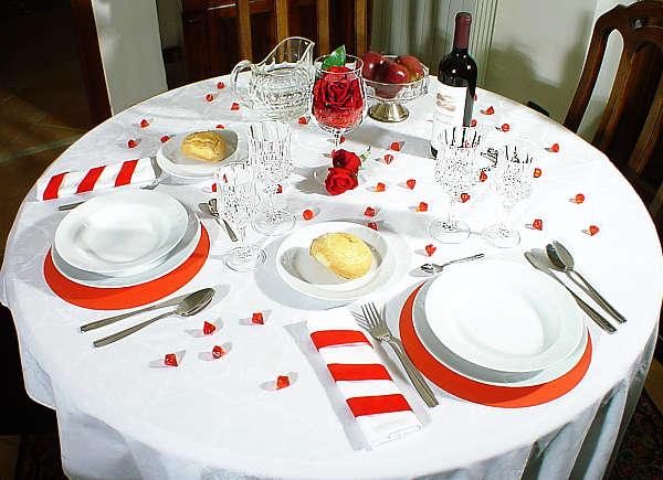 صور كيفية تحضير مائدة الطعام