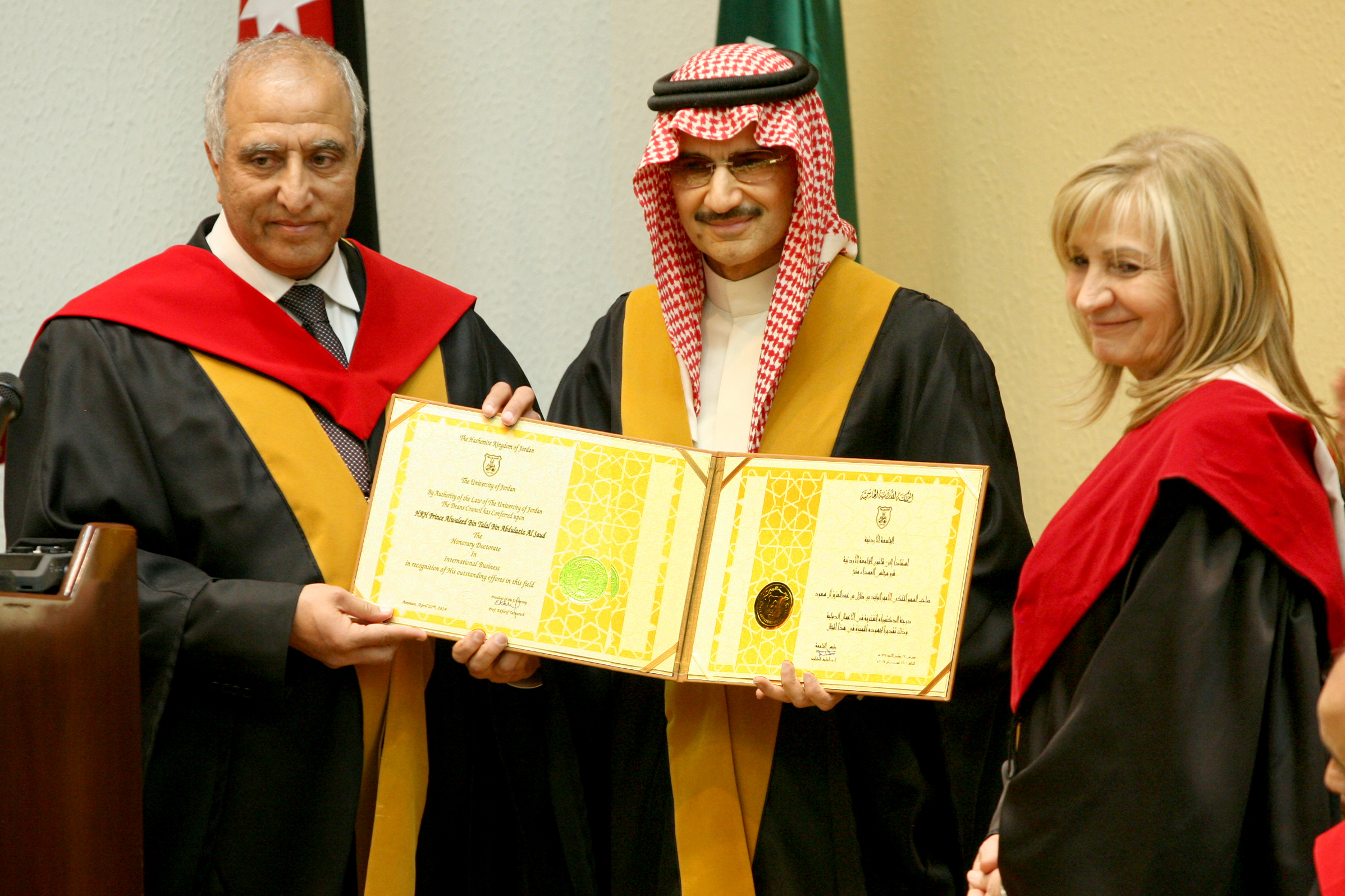 بالصور ماهي الدكتوراه الفخرية والحاصلون عليها 0364f0c96b2f2a54918c35cb487e3fbd