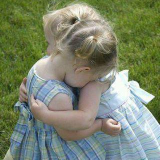 صوره اجمل الصور عناق اطفال