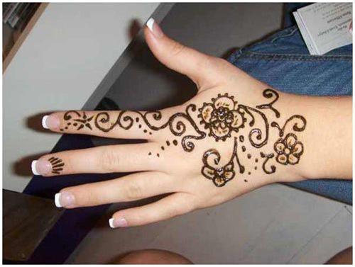 صوره طريقة رسم الحنة على اليد