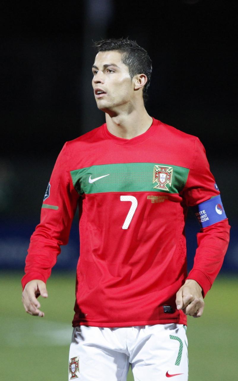 صوره كم عمر رونالدو البرتغالي