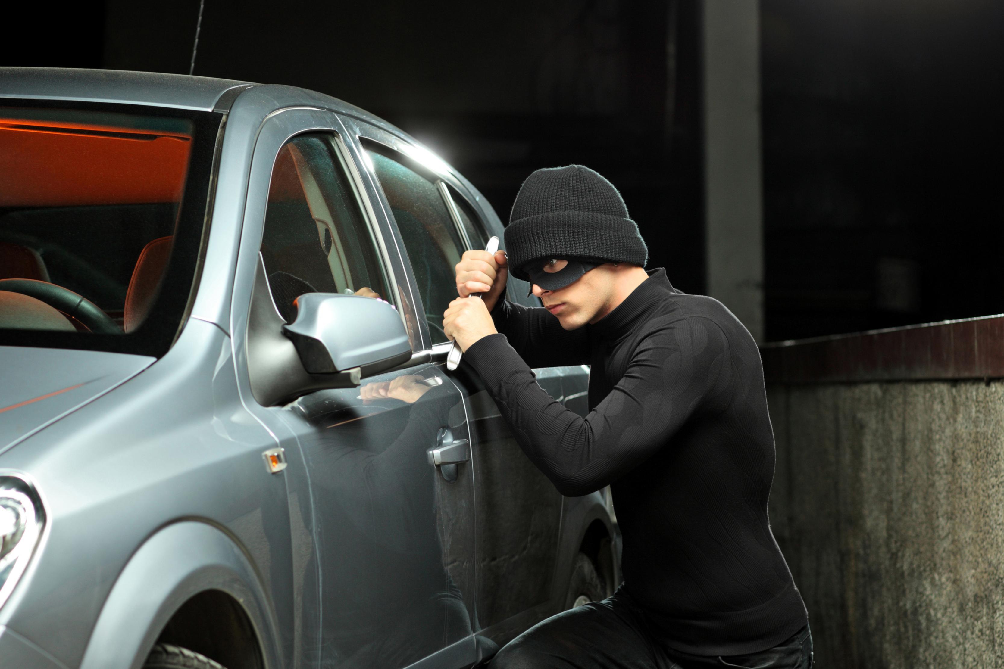 صوره الحلم بسرقة السيارة