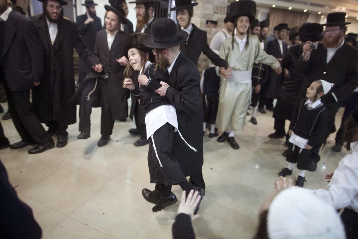 بالصور اشهر عادات وتقاليد اليهود 20160703 889