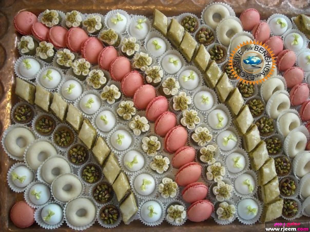 تزيين الحلويات في صينية العروس d7qyb1ynnchf33bqk9.j