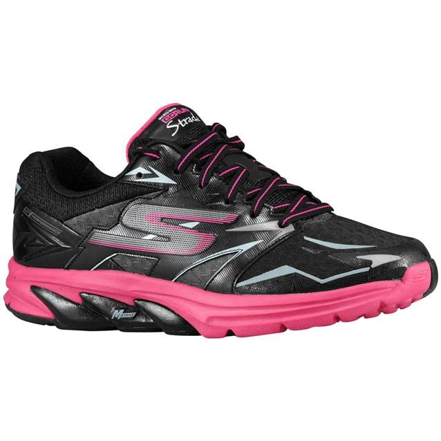 لونا الاسود و الفوشيا يتكاملان في هذا الحذاء الرياضي
