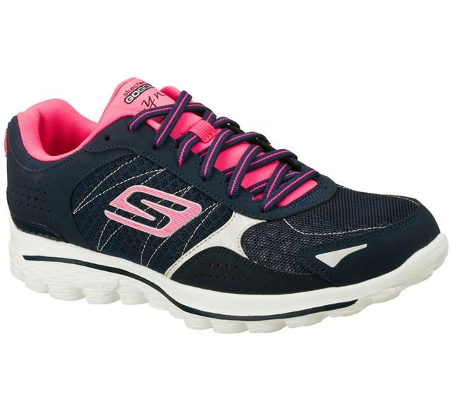 اللون الزهرى يظهر كثيرا في احذية سكيتشرز