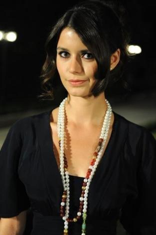 بيرين بيرين 2019، <br /><br />الممثله التركيه almstba.com_13341652