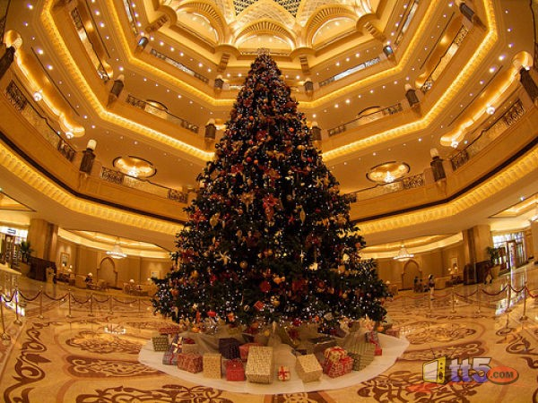 http://www.tt5.com/files/2010/12/11-million-dollars-christmas-tree-1.jpg