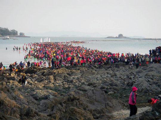 بالصور معجزة النبي موسى في كوريا 20160704 707