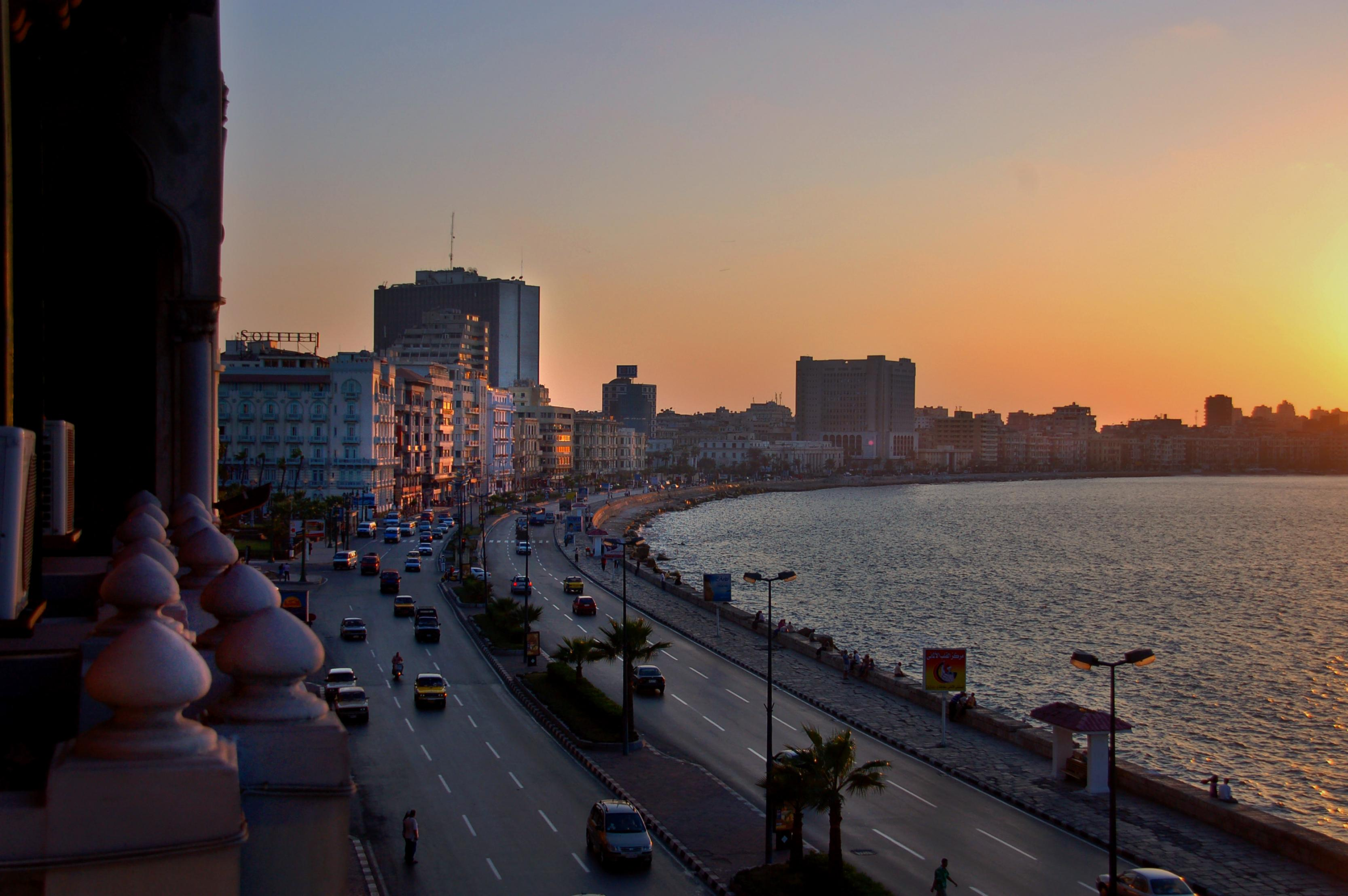 https://upload.wikimedia.org/wikipedia/commons/2/2f/Alexandria_-_Egypt.jpg