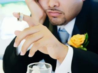 http://www.alittihad.ae/assets/images/Emirates/2012/09/12/320x240/sad-groom.jpg