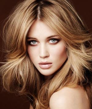 بالصور وصفات طبيعية لتلوين الشعر باللون الاشقر 20160707 180