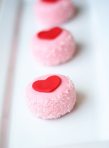 http://data.whicdn.com/images/1439746/cute-food-pink-heart-bonbons_large.jpg