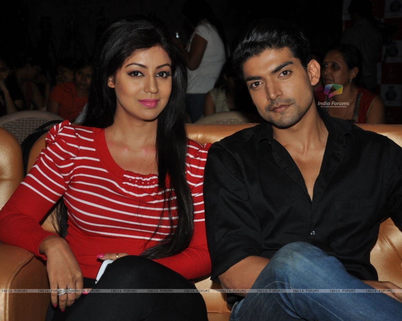 http://img.india-forums.com/wallpapers/1280x1024/274043-debina-bonnerjee-with-husband-gurmeet-choudhary-at-nach-baliye.jpg