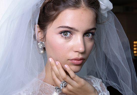 صيحات جمال تحددها شَخصية العروس فِي يومها الكبير